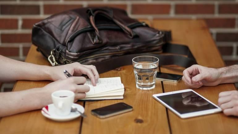 Tertulias, mesas redondas y coworking literario